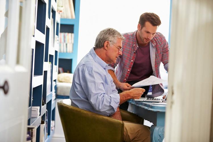 Aile büyüklerine finansal konularda yardım etmeniz gerektiğini farketmenin 5 yolu